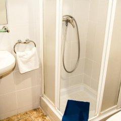 Отель Hostal Baler Испания, Барселона - отзывы, цены и фото номеров - забронировать отель Hostal Baler онлайн ванная фото 2