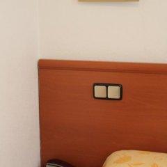 Отель Hostal Jerez Стандартный номер с различными типами кроватей фото 14