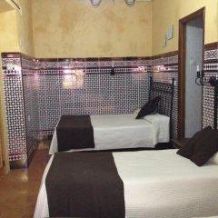 Отель Hostal Atenas Стандартный номер с различными типами кроватей