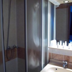 Отель Kyriad Cannes Mandelieu 2* Стандартный номер с различными типами кроватей фото 5