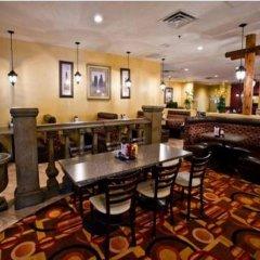 Отель Tuscany Suites & Casino гостиничный бар