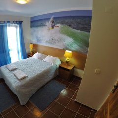 Supertubos Beach Hostel комната для гостей