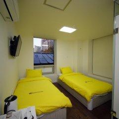 Отель 24 Guesthouse Seoul City Hall 2* Номер Делюкс с 2 отдельными кроватями фото 2