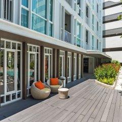Отель THE BASE Downtown By Favstay Пхукет балкон
