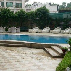 Отель The Royal Plaza Индия, Нью-Дели - отзывы, цены и фото номеров - забронировать отель The Royal Plaza онлайн бассейн фото 3