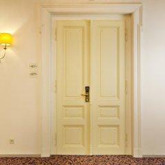 Hotel Kings Court 5* Представительский люкс с двуспальной кроватью