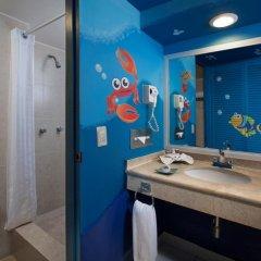 Отель Oasis Palm Hotel Мексика, Канкун - 9 отзывов об отеле, цены и фото номеров - забронировать отель Oasis Palm Hotel онлайн ванная фото 2