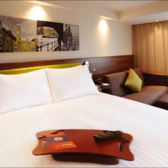 Отель Hampton by Hilton Luton Airport 3* Стандартный номер с 2 отдельными кроватями фото 4