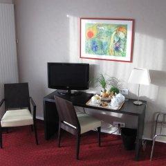 Отель Carlton 3* Улучшенный номер с различными типами кроватей фото 3