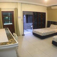 Отель Phuket Airport Suites & Lounge Bar - Club 96 Стандартный номер с двуспальной кроватью фото 12