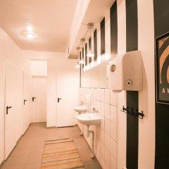 Отель Hostel B&B&B&B&B - Adult Only Литва, Вильнюс - 5 отзывов об отеле, цены и фото номеров - забронировать отель Hostel B&B&B&B&B - Adult Only онлайн ванная фото 2