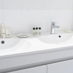 Апартаменты Sweet Inn Apartments Major Rene Dubreucq ванная