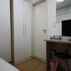 Отель K-POP GUESTHOUSE Seoul Station 2* Стандартный номер с различными типами кроватей (общая ванная комната) фото 3