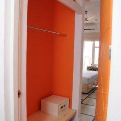 Hotel J сейф в номере