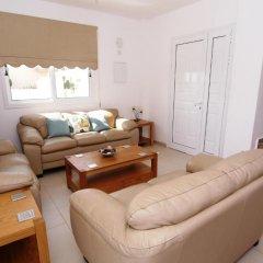 Отель Maouris Villa Кипр, Протарас - отзывы, цены и фото номеров - забронировать отель Maouris Villa онлайн комната для гостей фото 5