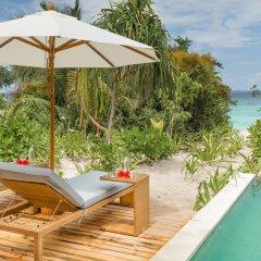 Отель Kudafushi Resort and Spa бассейн фото 4