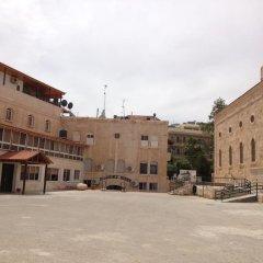 Отель Pilgrim's Guest House Иордания, Мадаба - отзывы, цены и фото номеров - забронировать отель Pilgrim's Guest House онлайн парковка