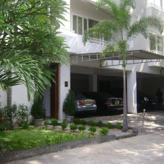 Отель Whitehouse Residencies парковка