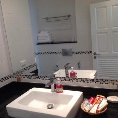 Отель Vtsix Condo Service at View Talay Condo ванная фото 2