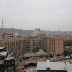 Апартаменты Rent in Yerevan - Apartments on Sakharov Square Люкс разные типы кроватей фото 9