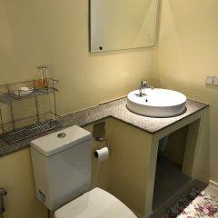 Отель Baan Somprasong Condominium ванная фото 2