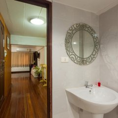 Отель Karon Sunshine Guesthouse & Bar 3* Улучшенный номер с различными типами кроватей фото 14