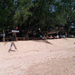 Отель Funky Fish Bungalows Таиланд, Ланта - отзывы, цены и фото номеров - забронировать отель Funky Fish Bungalows онлайн пляж фото 2