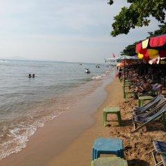 Отель Patamnak Beach Guesthouse Таиланд, Паттайя - отзывы, цены и фото номеров - забронировать отель Patamnak Beach Guesthouse онлайн пляж фото 2