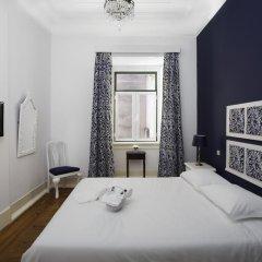 Отель Typical Lisbon Guest House Стандартный номер с двуспальной кроватью (общая ванная комната)