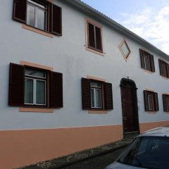 Отель Apartamentos São João парковка
