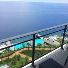 Отель Vidamar Resort Madeira - Half Board Only 5* Улучшенный номер с различными типами кроватей фото 2