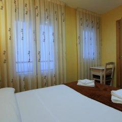 Отель Hostal Regio Стандартный номер с различными типами кроватей фото 11