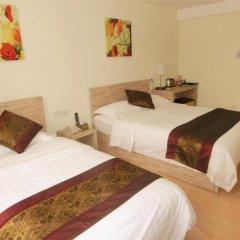 Guangdong Baiyun City Hotel 3* Стандартный семейный номер с двуспальной кроватью