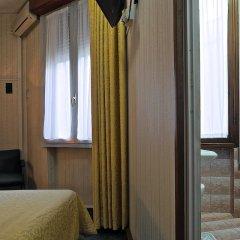 London Hotel 2* Стандартный номер с двуспальной кроватью (общая ванная комната) фото 2