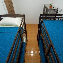 Alice Semporna Backpackers Hostel Кровать в общем номере с двухъярусной кроватью фото 4