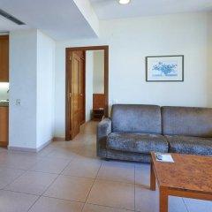 Отель Hesperia Sant Joan Suites 3* Стандартный семейный номер с различными типами кроватей фото 6