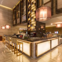 Отель Holiday Inn Shanghai Hongqiao гостиничный бар