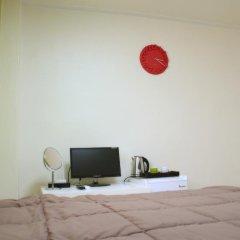 Отель Patio 59 Hongdae Guesthouse 2* Стандартный номер с двуспальной кроватью фото 3