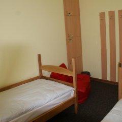 Best Hostel Кровать в мужском общем номере двухъярусные кровати фото 3
