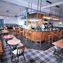 Отель The Summerfield гостиничный бар