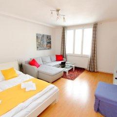 Апартаменты Checkvienna – Apartment Reumannplatz Вена комната для гостей фото 3