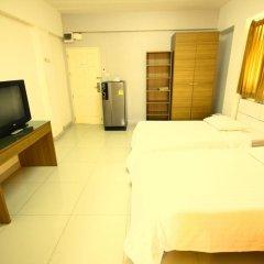Отель At Home Phetkasem Таиланд, Бангкок - отзывы, цены и фото номеров - забронировать отель At Home Phetkasem онлайн комната для гостей фото 4