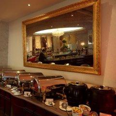 Отель Crowne Plaza Riyadh Minhal Саудовская Аравия, Эр-Рияд - отзывы, цены и фото номеров - забронировать отель Crowne Plaza Riyadh Minhal онлайн питание фото 4