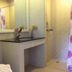 Отель Lovely Rest Стандартный семейный номер с разными типами кроватей фото 8