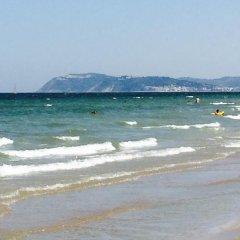 Hotel Fucsia пляж