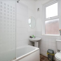 Отель Chorlton Short Term South Manchester Townhouse ванная