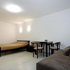 Гостиница Plosha Rynok 25 комната для гостей