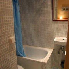 Отель Hostal Baires Стандартный номер двуспальная кровать (общая ванная комната) фото 4