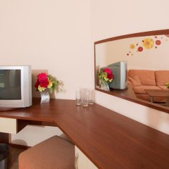 Отель Sunny Flower Hotel Болгария, Солнечный берег - отзывы, цены и фото номеров - забронировать отель Sunny Flower Hotel онлайн удобства в номере