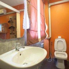 Отель Smile Buri House 3* Кровать в общем номере фото 11